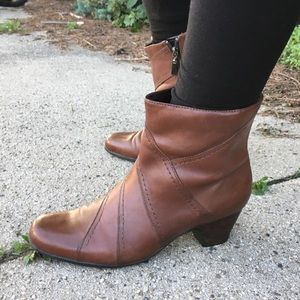 Clarks boots 9N ankle brown leather
